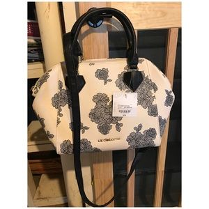 Cream and lace pattern purse.